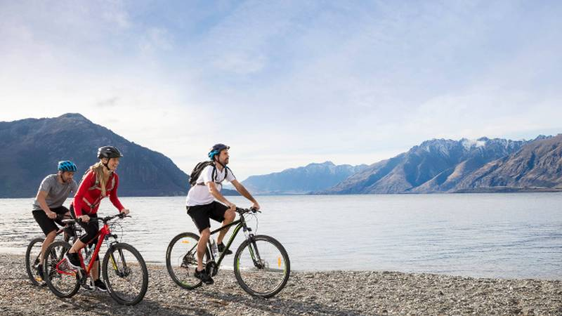 5 Day Milford and Fiordland Hike Bike and Kayak