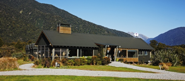 Martins Bay Lodge Hollyford Track