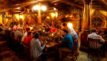 Auckland to Hobbiton Movie Set Evening Dinner Private Tour