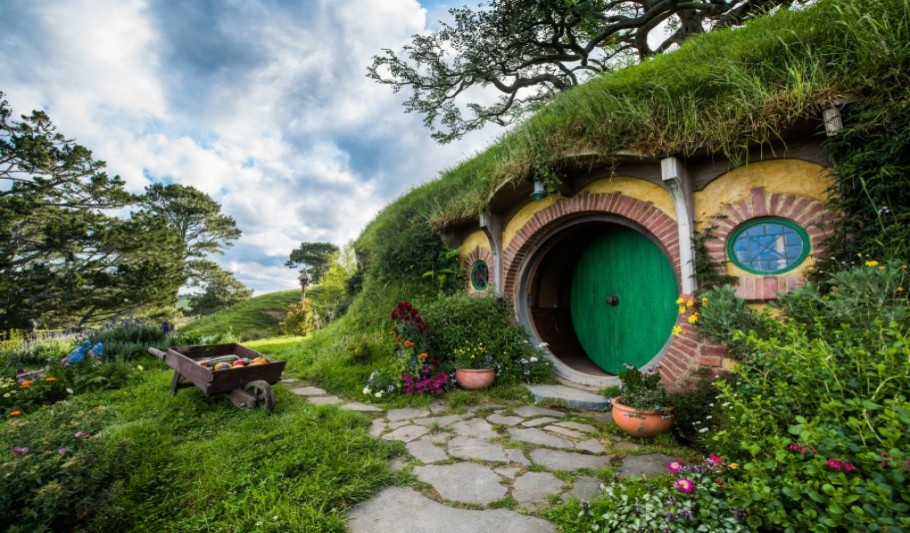 2 Day Auckland City Sights, Waitomo and Hobbiton Combo