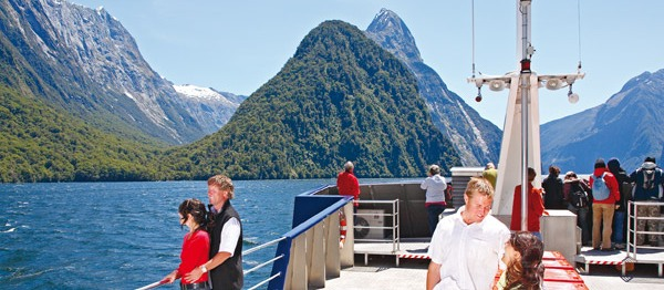Milford Sound Coach, Scenic Cruise and Coach