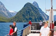 Milford Sound Coach and Scenic Cruise from Te Anau