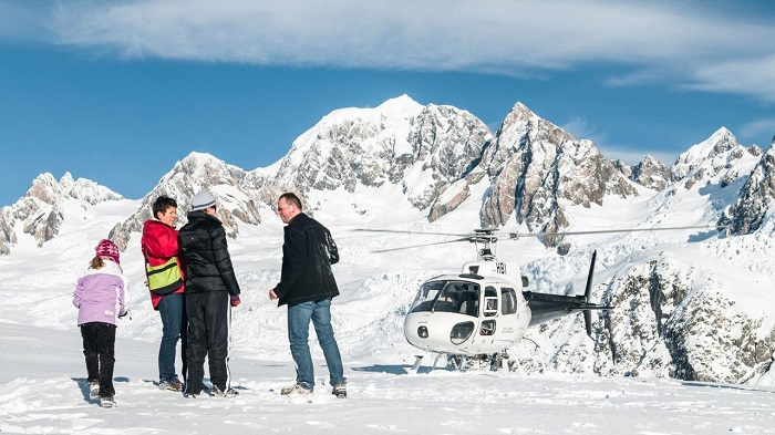 Helicopter Flights with Snow Landing